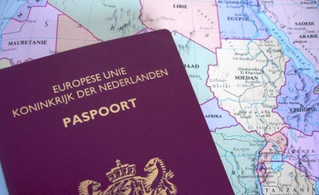 Nederlands paspoort op wereldkaart