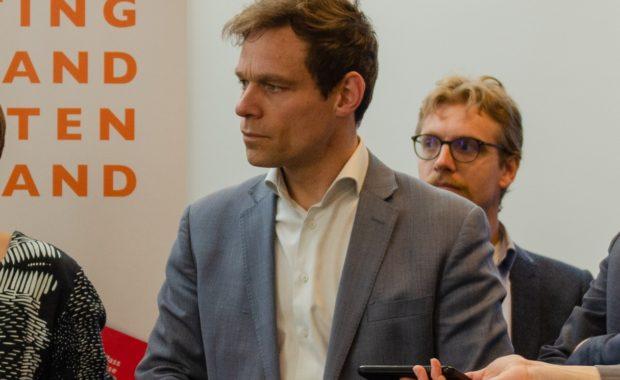 Martijn van Helvert bij persconferentie SNBN