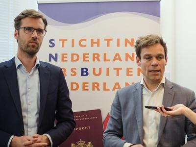 Kamerleden Sjoerdsma en Van Helvert praten over Nederlanders buiten Nederland