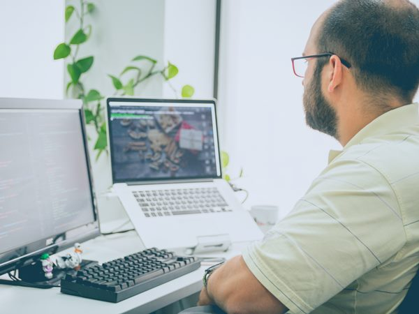 man kijkt naar snbn webinar