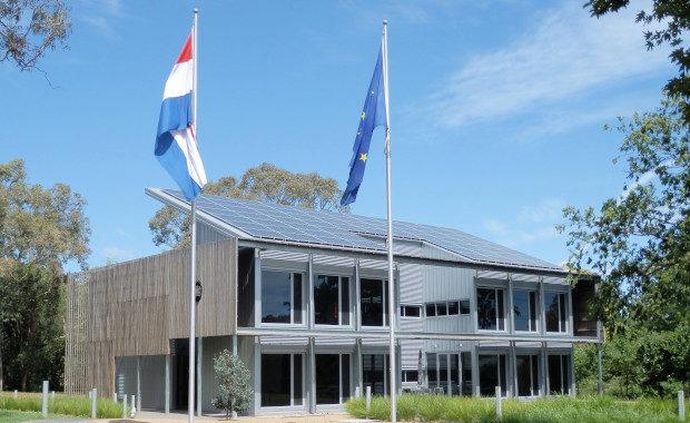 Inkrimping en sluiting van Nederlandse consulaten en ambassades