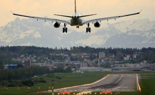 Vliegtuig in prachtig landschap